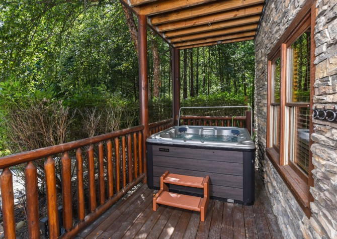 Pigeon Forge Cabin- Cadillac Creek – Hot Tub