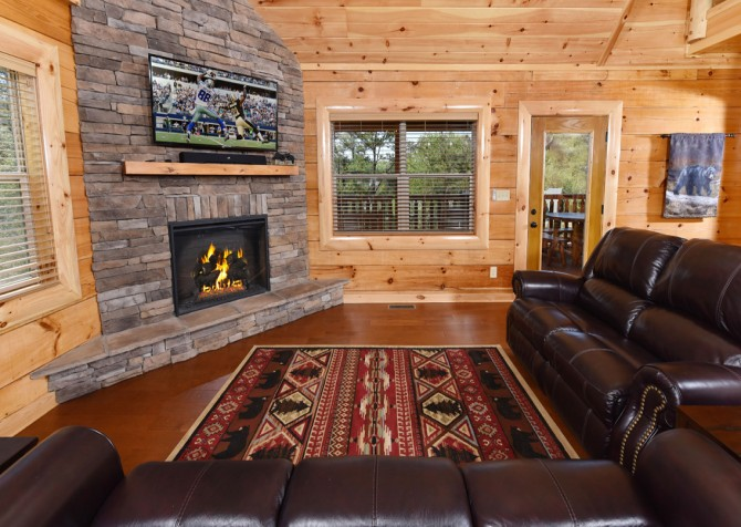 Pigeon Forge Cabin - Grizzly Getaway - Living Room