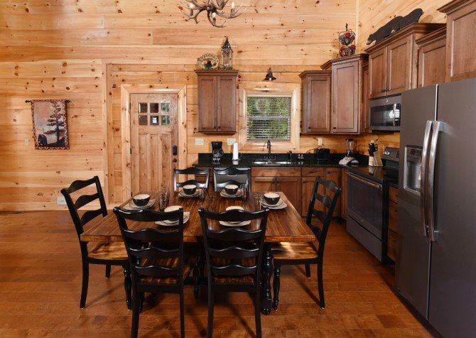 Pigeon Forge Cabin - Grizzly Getaway - Dining Room
