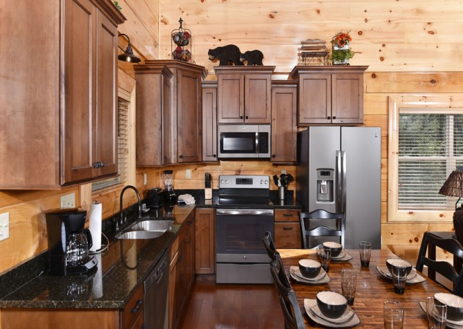 Pigeon Forge Cabin - Grizzly Getaway - Kitchen