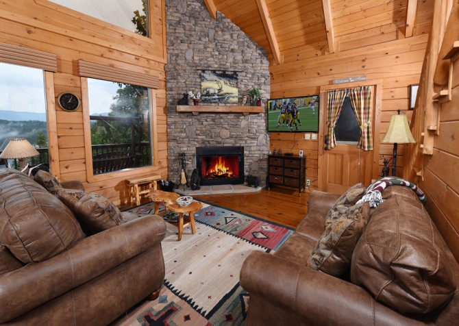 Pigeon Forge Cabin- A Li'l Bit of Heaven – Living Room