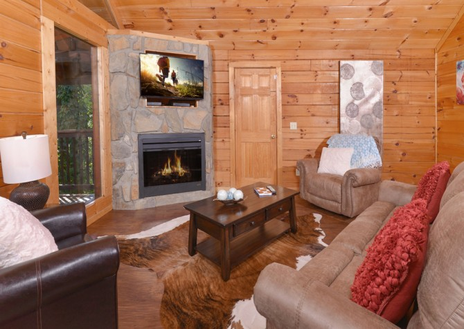 Pigeon Forge Splash of Romance Living Room