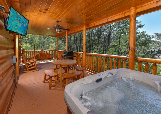 Pigeon Forge Cabin - Grizzly Getaway - Hot Tub