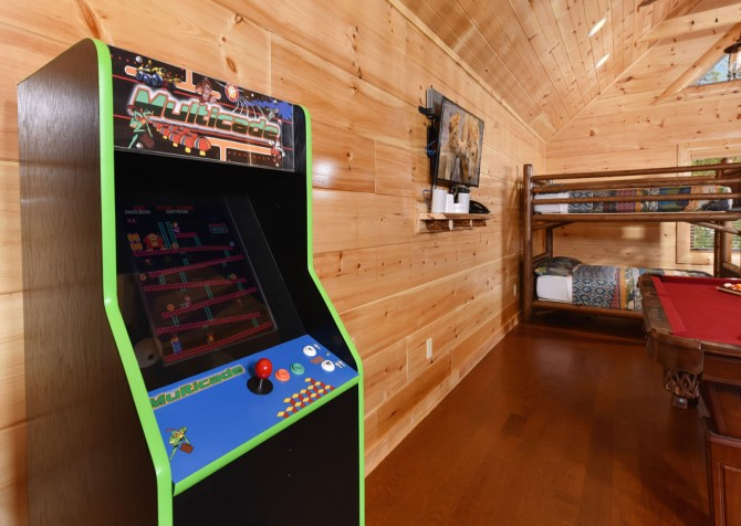 Pigeon Forge Cabin - Grizzly Getaway - Rec Room