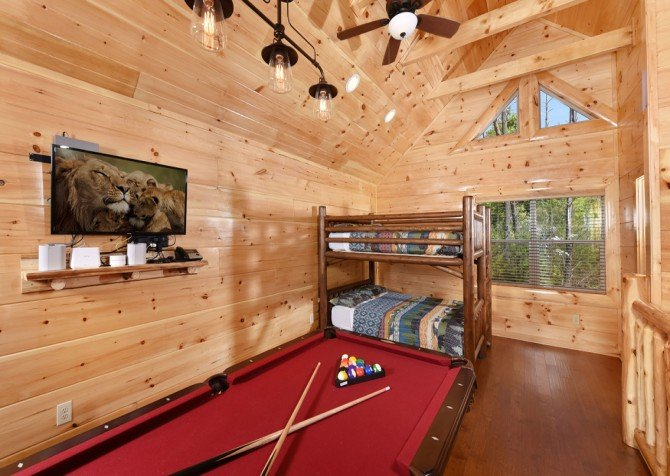 Pigeon Forge Cabin - Grizzly Getaway - Rec Room/Bunk