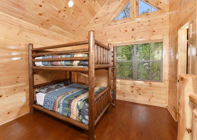 Pigeon Forge Cabin - Grizzly Getaway - Bunk