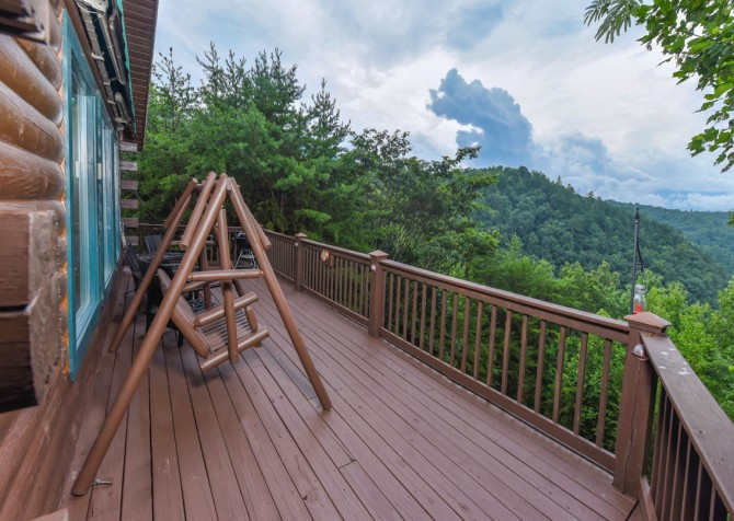 Pigeon Forge Cabin- A Li'l Bit of Heaven – Deck