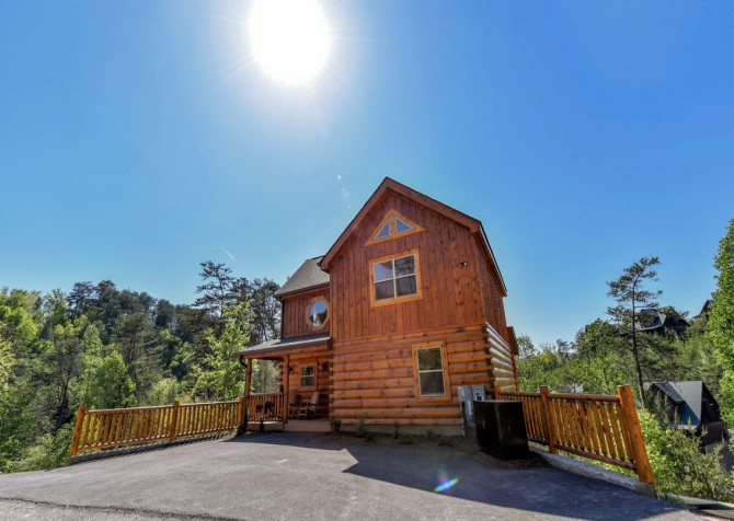 Pigeon Forge Cabin - Grizzly Getaway - Exterior