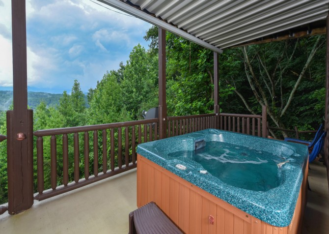 Pigeon Forge Cabin- A Li'l Bit of Heaven – Hot Tub