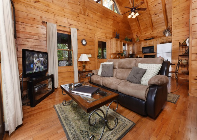 Gatlinburg Cabin - Bear Elegance - Living Room