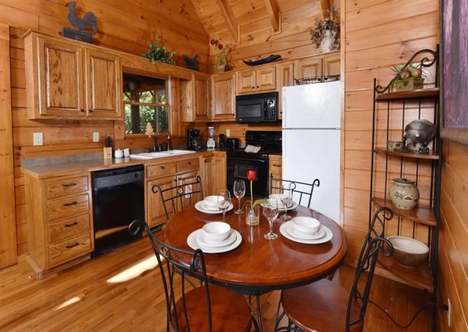 Gatlinburg Cabin - Bear Elegance - Kitchen