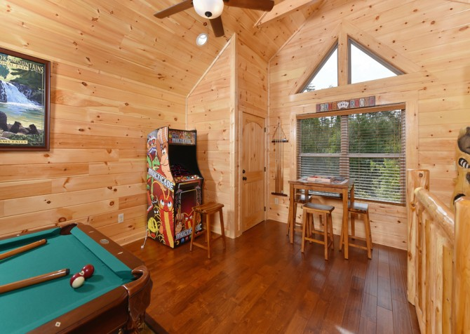 Pigeon Forge - Charlie Brown's Cabin - Rec Room