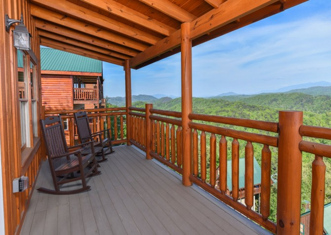 Pigeon Forge - Fitzgerald's Shamrock Chalet - Covered Deck