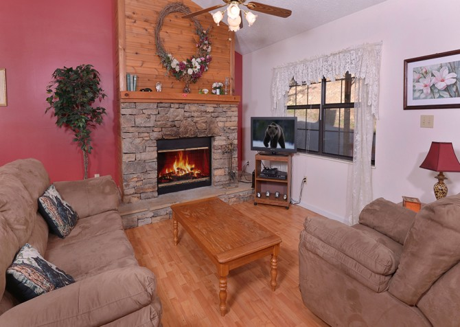 pigeon forge cabin – happy days – living