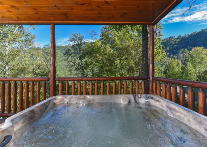Pigeon Forge Cabin - Hillsong Heaven - Hot Tub