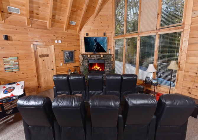 Pigeon Forge Cabin - Hillsong Heaven - Loft Theater