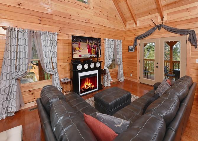 Gatlinburg - A Wildflower Retreat - Living Room
