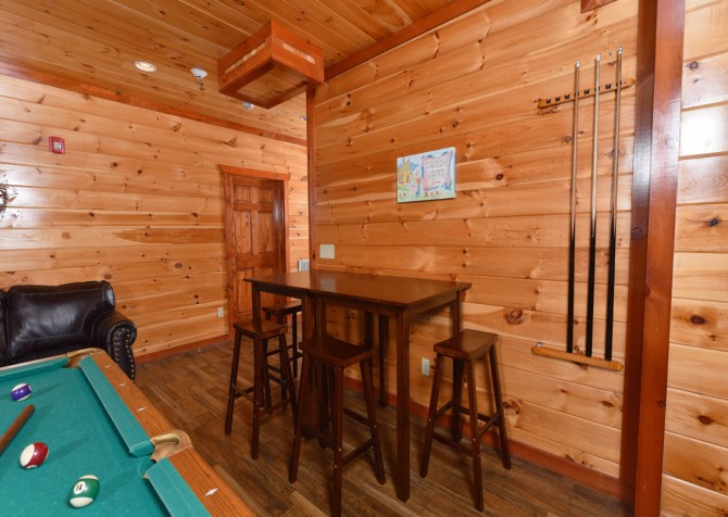 Pigeon Forge Cabin - Majestic Mountain Water - Game Room