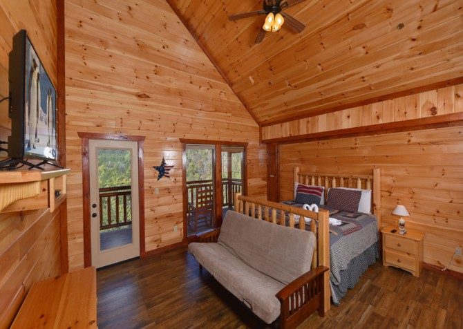 Pigeon Forge Cabin - Majestic Mountain Water - Bedroom