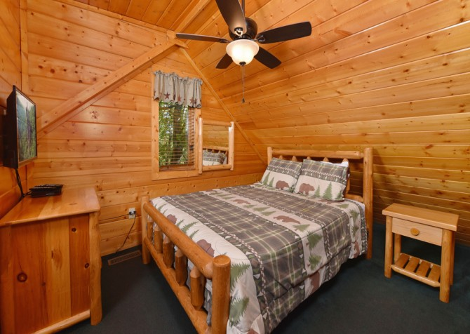 Pigeon Forge Smoky Mountain Retreat Bedroom