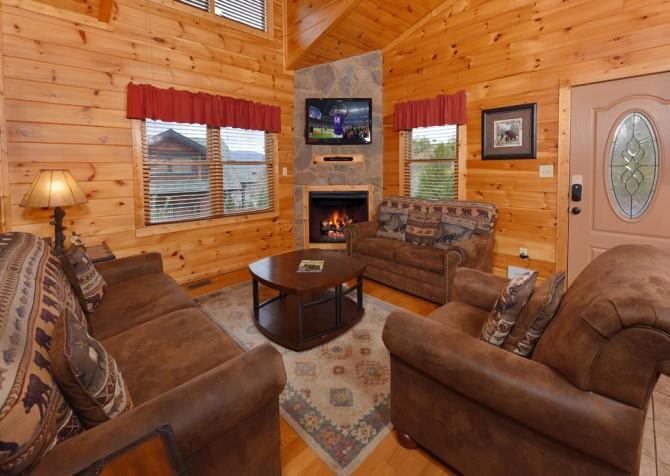 Gatlinburg Cabin- The Best Cabin Ever - Living Room