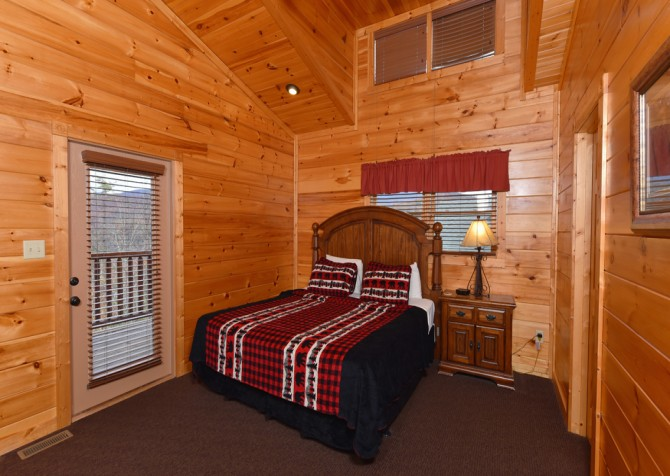 Gatlinburg Cabin- The Best Cabin Ever - Bedroom