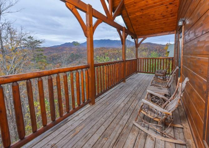 Gatlinburg Cabin- The Best Cabin Ever - Deck
