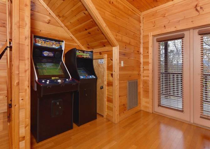 Gatlinburg Cabin- The Best Cabin Ever - Rec Room
