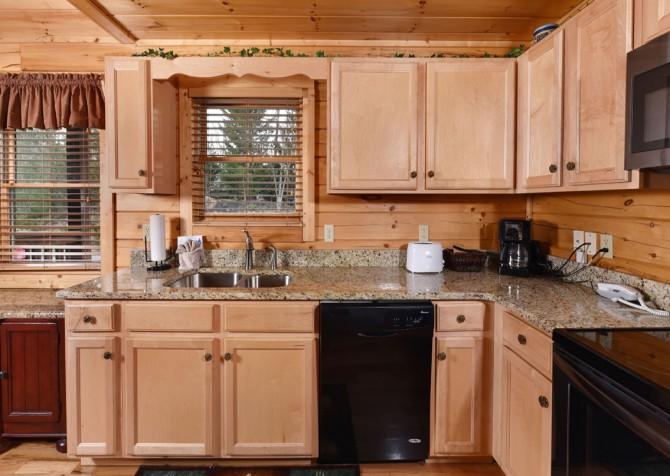 Gatlinburg Cabin - Bear Tracks - Kitchen