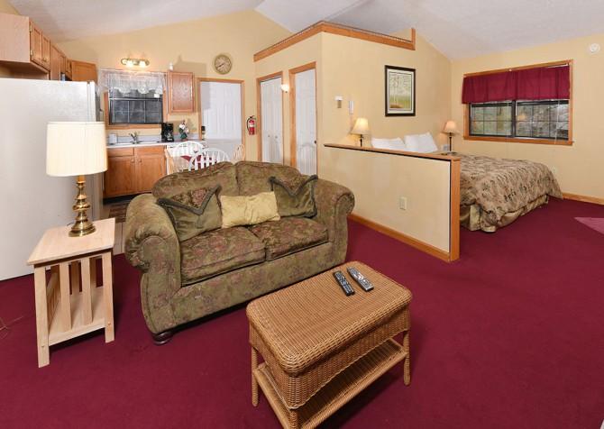 Gatlingburg - Lover's Retreat - Living Room