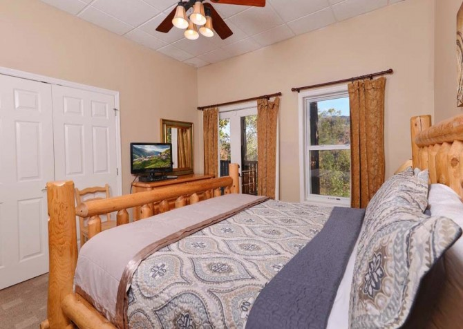 Gatlinburg Cabin- Absolute Heaven - Bedroom 3