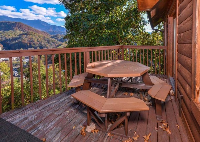 Gatlinburg Cabin- Absolute Heaven - Deck Picnic Table