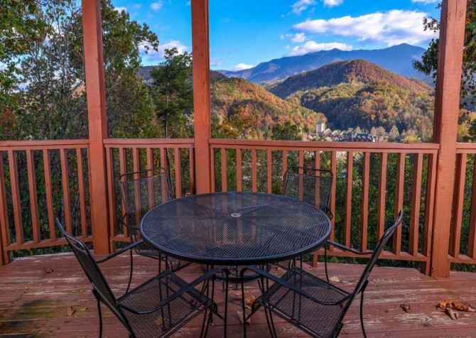 Gatlinburg Cabin- Absolute Heaven - Deck Sitting Area