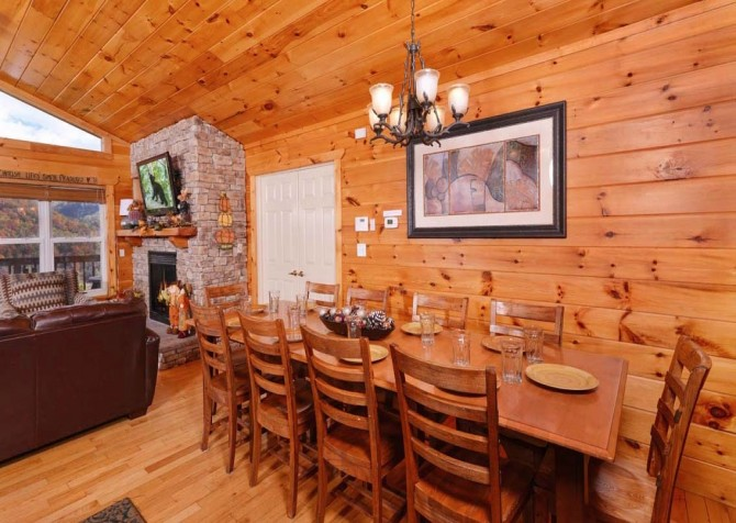 Gatlinburg Cabin- Absolute Heaven - Dining Area