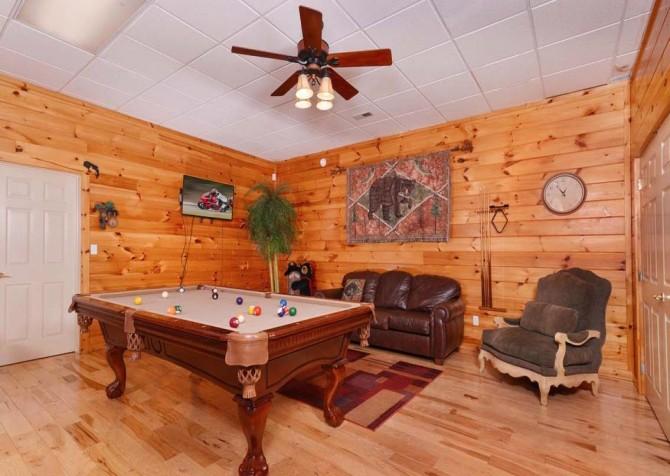 Gatlinburg Cabin- Absolute Heaven - Pool Table