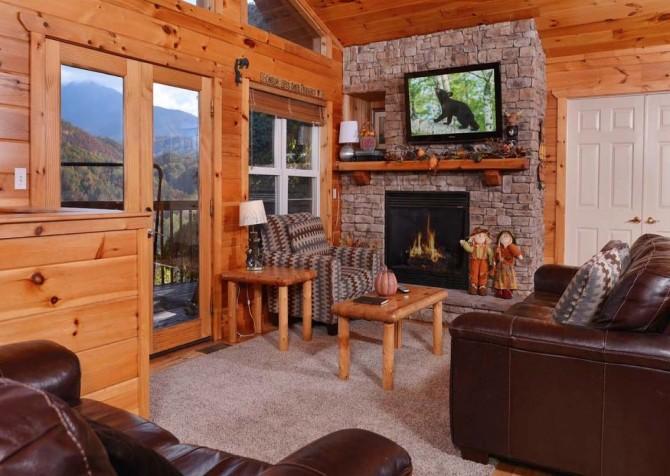 Gatlinburg Cabin- Absolute Heaven - Living Room