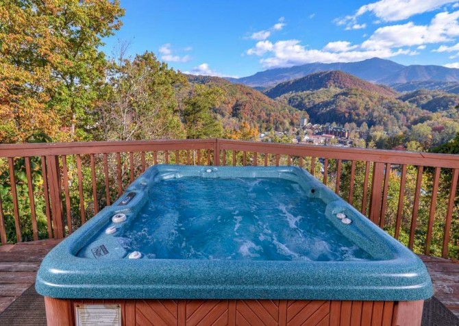 Gatlinburg Cabin- Absolute Heaven - Outdoor Hot Tub View