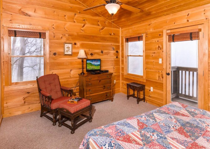 Gatlinburg Cabin- Alpine Air  – Bedroom 1