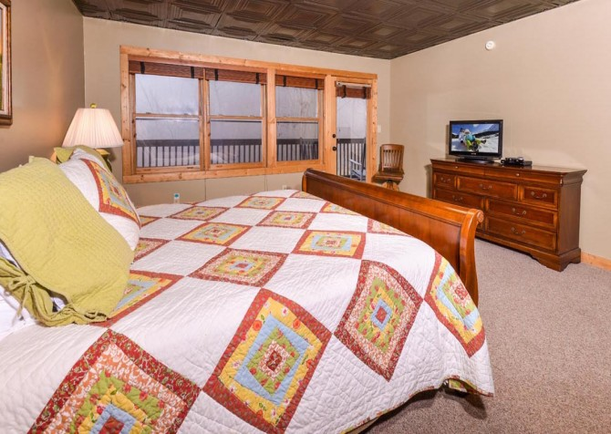 Gatlinburg Cabin- Alpine Air  – Bedroom 3