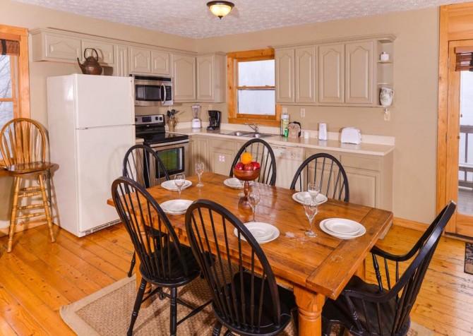 Gatlinburg Cabin- Alpine Air  – Kitchen and Dining Area