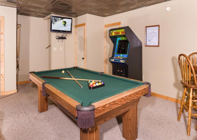 Gatlinburg Cabin- Alpine Air  – Game Room