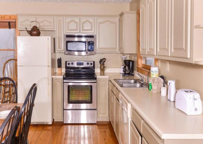 Gatlinburg Cabin- Alpine Air  – Kitchen