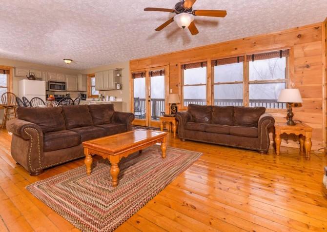 Gatlinburg Cabin- Alpine Air  – Living Room