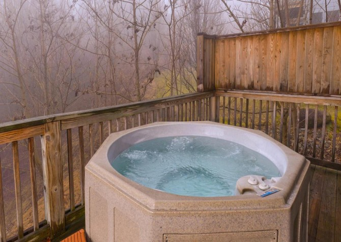 Gatlinburg Cabin- Alpine Air  – Outdoor Hot Tub