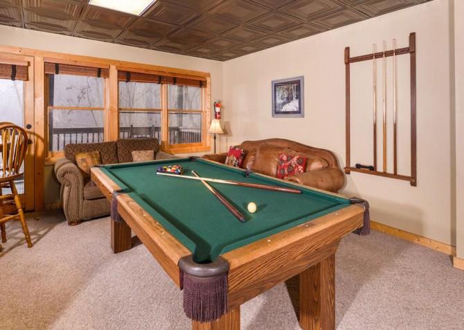 Gatlinburg Cabin- Alpine Air  – Pool Table