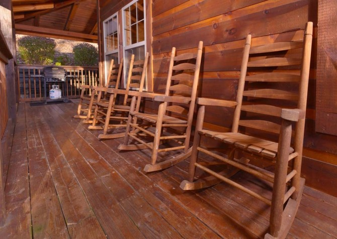 Gatlinburg Cabin- Amy's Place – Deck Rocking Chairs