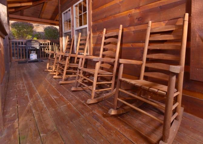 Gatlinburg Cabin- Amy's Place – Deck Rocking Chairs