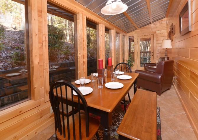Gatlinburg Cabin- Amy's Place – Dining Area