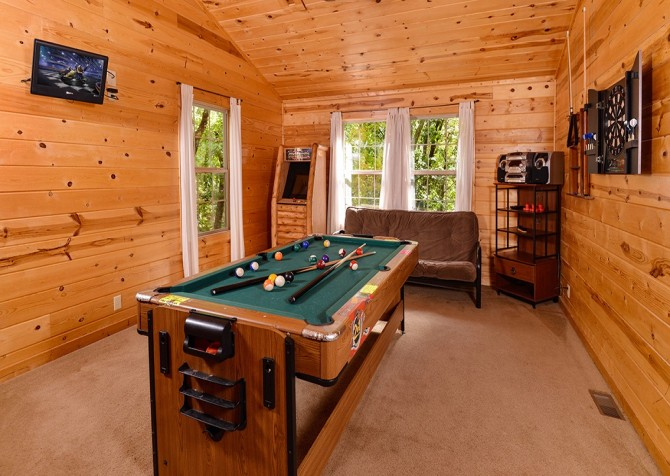 Gatlinburg Cabin- Amy's Place – Game Room