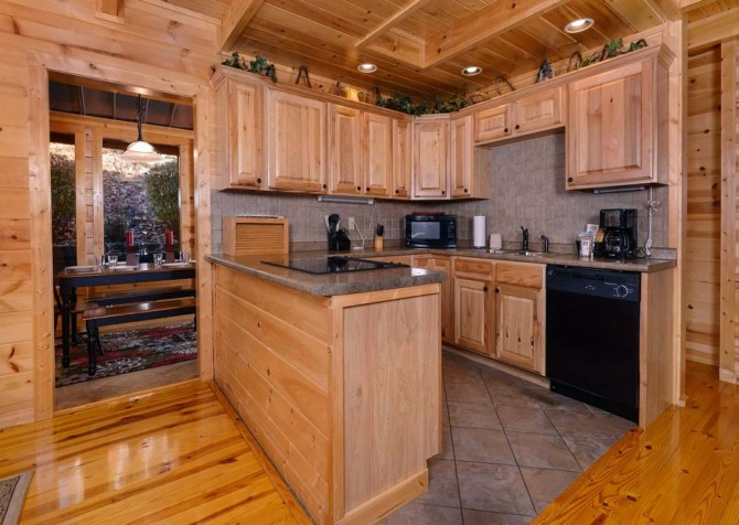 Gatlinburg Cabin- Amy's Place – Kitchen